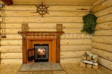 Баня на дровах «Русская Тройка» - гостиная с камином